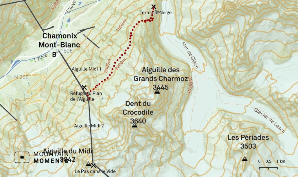 The Chalet du Glacier des Bossons (1425m) is right next to the Bossons Glacier and offers a great view of the Seracs. Ascent by lift or hike from the hamlet of Le Mont (40 minutes). This 6.5-hour hiking route is considered to be moderately easy