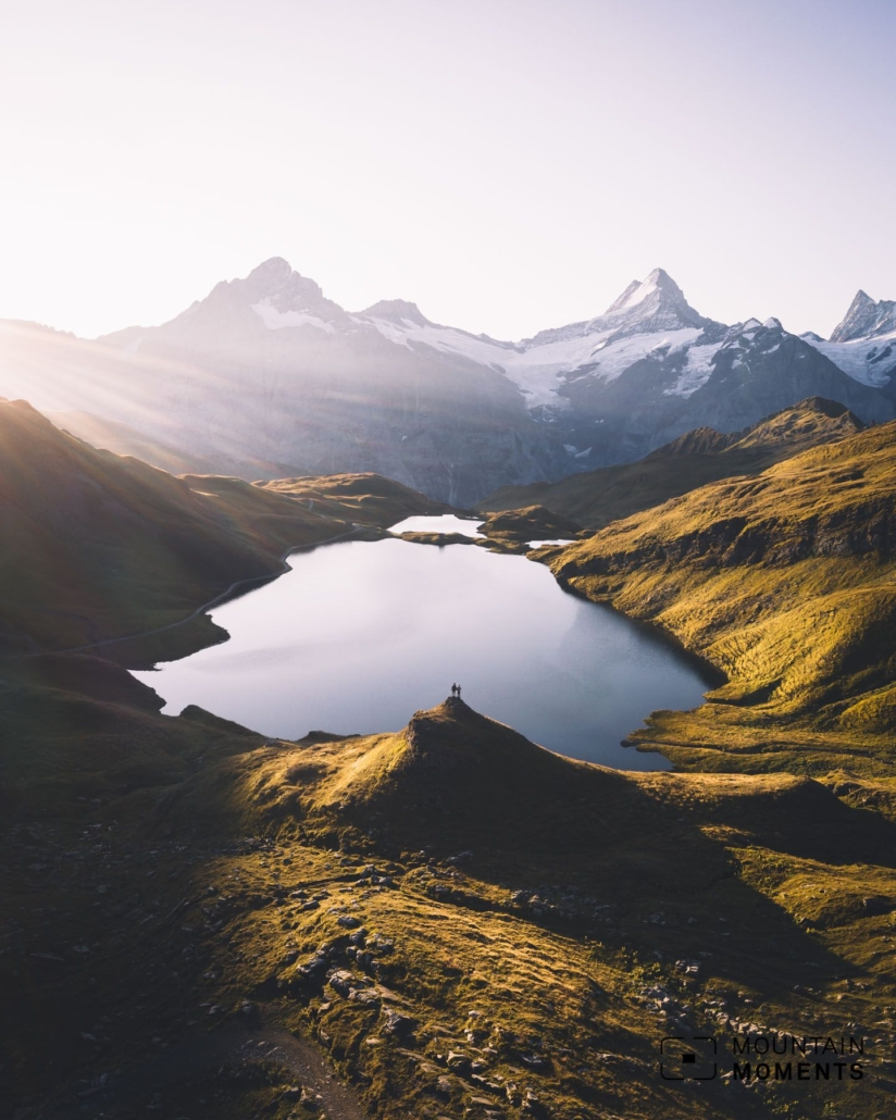 A particularly beautiful panoramic view combined with a picturesque mountain lake can be found between The First cliff walk and the Bachalpsee (Bachalp lake).