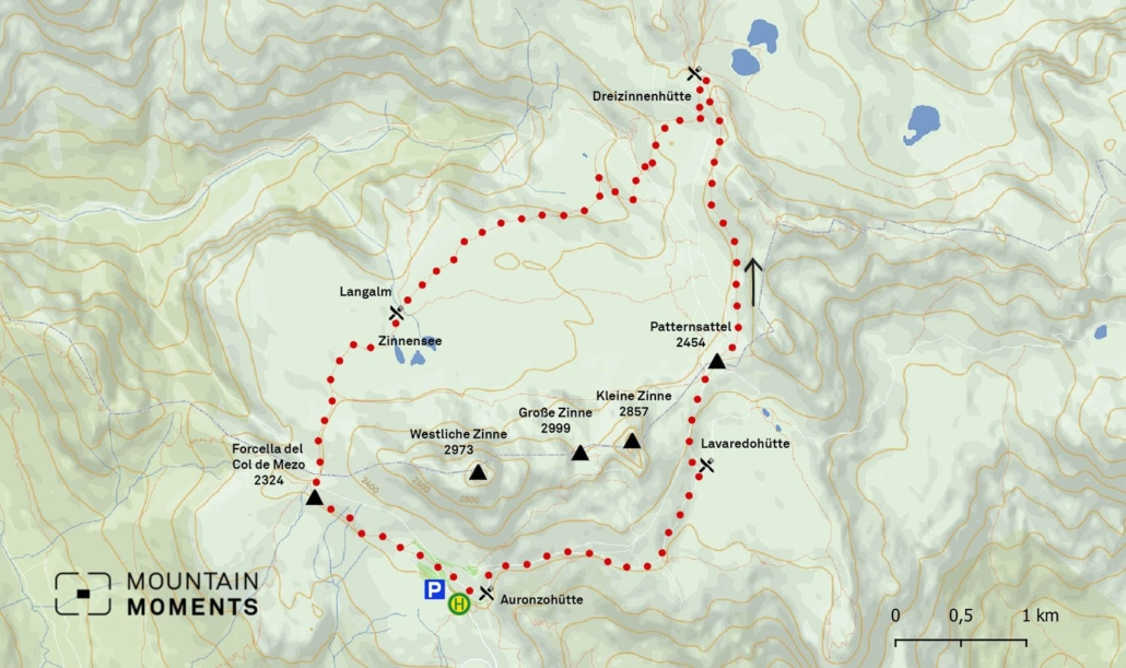 Cross behind the lakes in the direction of Forcella del Col de Mezo (2324m) and finally descend in a southeasterly direction along the slope to Refuge Auronzo. This route is 9.4 kilometers long and is moderately difficult. It can be finished in four hours