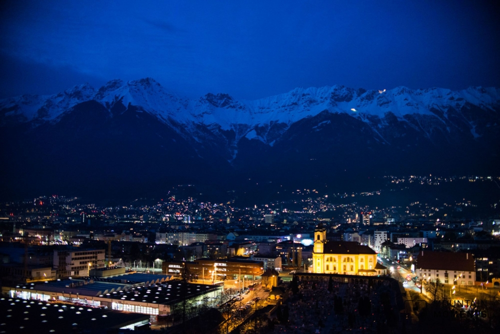 Especially in winter, when the snow glistens off the mountains, Innsbruck presents itself with all its magic with easy accessibility. With the cable cars you can be on the local mountains Nordkette or Patscherkofel within half an hour and enjoy the view from above without any barriers.
