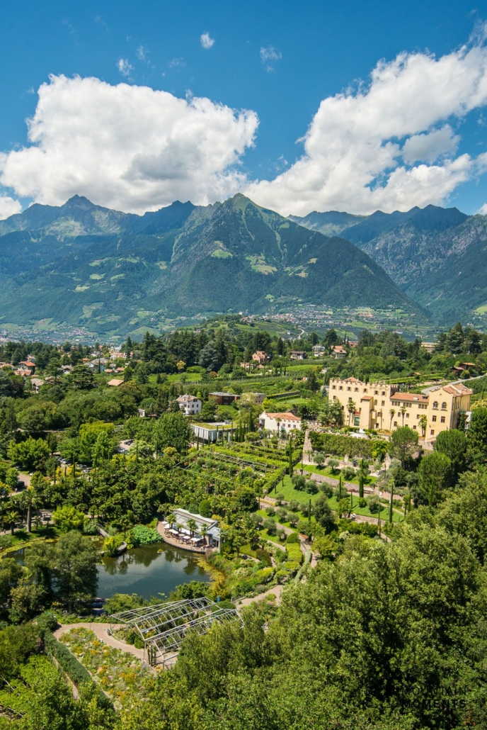 Just outside the city center lies Merano's photographic highlight: the gardens of Trauttmansdorff Castle. The well-formed gardens cover an area of 12 hectares and 100 meters in altitude. This allows for a very wide variety of photo opportunities from impressive perspectives.