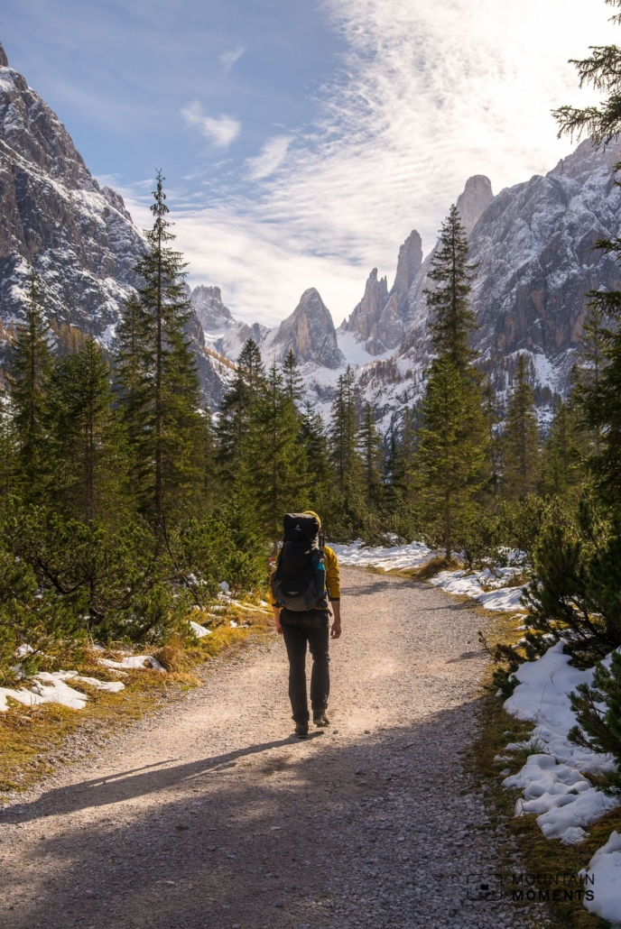 With their steep flanks and striking peaks, some of which are over 1500 meters high, they nevertheless have enormous alpine potential. Instead of sandals, however, mountain boots are definitely the footwear of choice here.