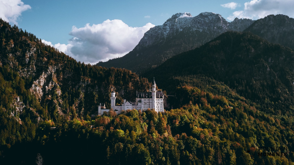 The famous view of the castle with Lake Forggensee and the Bavarian plains is impressive. We also find the front view of the castle outstanding and exciting.