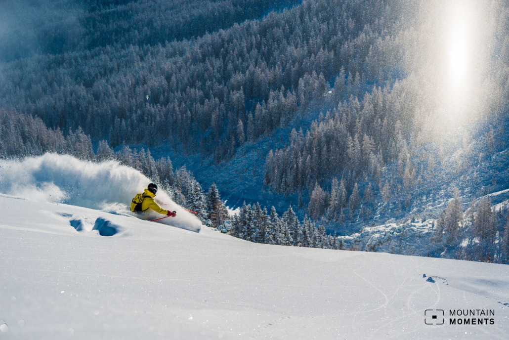 Freeriding is the supreme discipline in skiing. Difficult snow conditions, the dangers lurking, and your aim is to ski on the untracked line and take photos. All of this requires a lot of experience and a good assessment, on both sides.