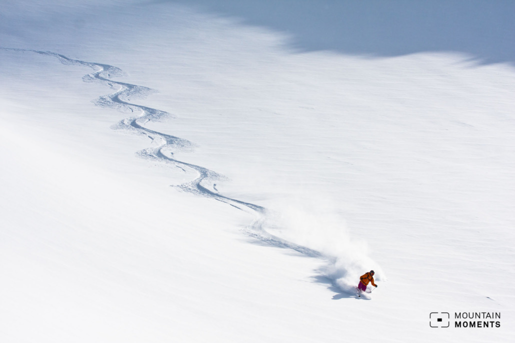 Whether big turns or small ones, freeriding photography is the supreme discipline for skiers and photographers